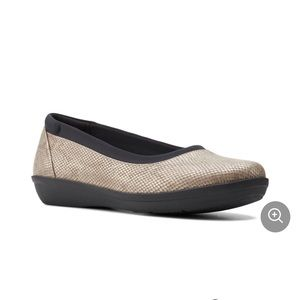Clarks Ayla Low Taupe shoes Sz 8 M
